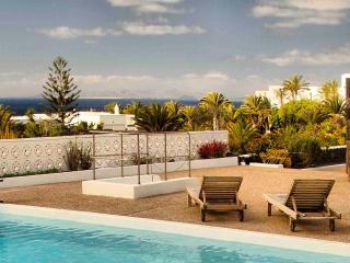 Casa Juanita, piscina y vistas al mar - Puerto Calero vacation rentals