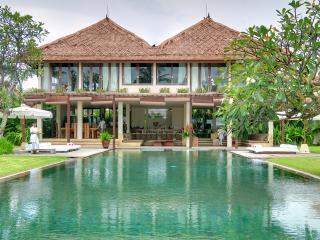 Shalimar: Beachfront luxury villa/ 4 BDR - Pererenan vacation rentals