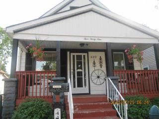Beautiful 4 beds house near River & U of Windsor $140/night - Windsor vacation rentals