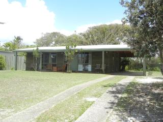 Log cabin 200 metres to the beach. - Marcus Beach vacation rentals