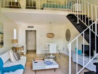 Key Biscayne 1 Bdrm loft Close to the Ocean^ - Key Biscayne vacation rentals