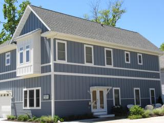 Maple Street Retreat 2 Bedrooms - 2 Blocks to South Beach! - South Haven vacation rentals