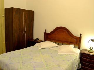 Quarto WC privativo próximo Universidade 107 - Coimbra vacation rentals