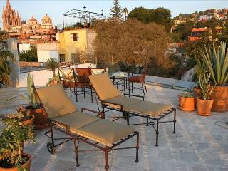 Panoramic 4th Floor Views with Upscale Living in El Centro - San Miguel de Allende vacation rentals