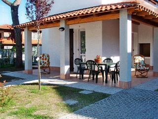 Villa di nuova costruzione con giardino angolare - Lido delle Nazioni vacation rentals