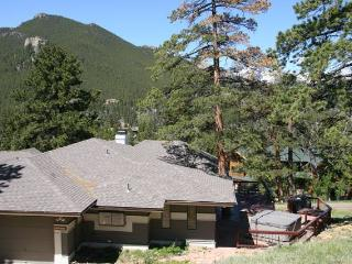 The Meyer at Windcliff: Panoramic RMNP Views, Hot Tub, Walk to Park, Wildlife - Estes Park vacation rentals