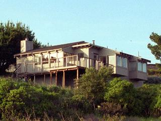 Cozy ocean view home- deck, wind protected hot tub, kitchen, fireplace - Manchester vacation rentals
