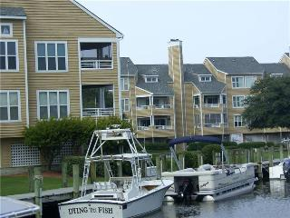Canalfront 1BR w/ fireplace - Buccaneer Village #611 - Manteo vacation rentals
