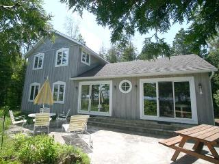 Nice Cottage in Ontario with Deck, sleeps 10 - Ontario vacation rentals
