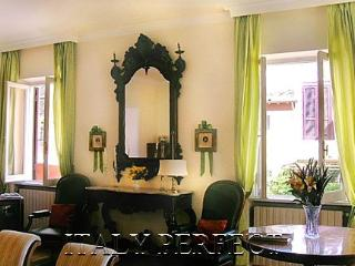 Perfect Luxe Greci Apartment Spanish Steps Balcony - Rome vacation rentals