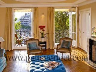 Touraine, Quai Henry IV,  Seine! - Paris vacation rentals