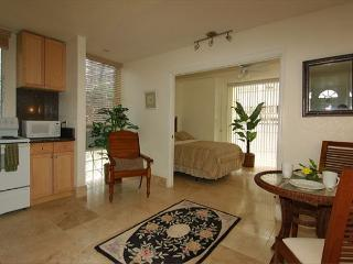 Elegant Top Floor Condo With Full Kitchen Close Walk to Waikiki Beaches - Honolulu vacation rentals