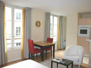 Le Marais - Superior Studio (1610) - 3rd Arrondissement Temple vacation rentals