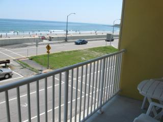 AWESOME OCEAN FRONT STUDIO CONDO W/BALCONY - Hampton vacation rentals