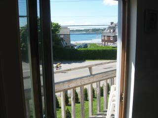 UDATED EASTON'S BEACH CONDO, W/ACCESS TO WATER - Middletown vacation rentals