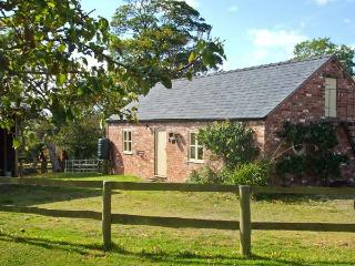 LITTLE PENTRE BARN, character holiday cottage, with pool near Overton-on-Dee, Ref 1696 - Wrexham vacation rentals