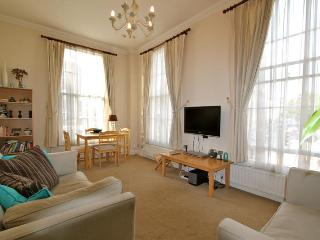 Claverton Street, (IVY LETTINGS). Fully managed, free wi-fi, discounts available. - London vacation rentals
