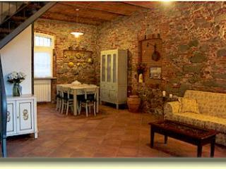 Comfortable House with Internet Access and Central Heating - Altopascio vacation rentals