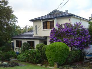 House with Easter blooms - Sydney With Us - a great holiday 'Down Under'! - Manly - rentals