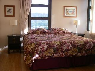 """Oceanview and completely renovated and is now """"Home Away from Home""""! - Honolulu vacation rentals"""