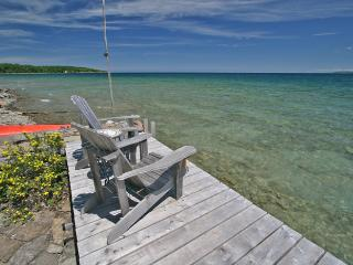 Cozy 3 bedroom Owen Sound Cottage with Deck - Owen Sound vacation rentals