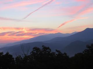Fab Mtn Views, 2 Kings+, WIFI, Covered Deck & More - Gatlinburg vacation rentals