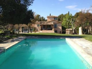Holiday rental French farmhouses / Country houses Aix En Provence (Bouches-du-Rhône), 350 m², 6 500 € - Aix-en-Provence vacation rentals