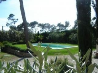 4 bedroom House with Shared Outdoor Pool in Rognes - Rognes vacation rentals