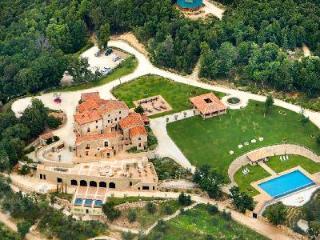 Secluded Mountaintop Villa - Enjoy the Observatory, Roman Tubs & Cinema - Villa Ferraia - Siena vacation rentals