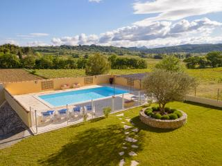 Le Clos des Pins, Villedieu, Vaison - Beautiful 4 Bedroom 4 bathroom Villa - Vaison-la-Romaine vacation rentals