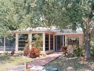 Paradise Cottage: Steps to the Gulf of Mexico beach and  Sarasota Bay! - Longboat Key vacation rentals