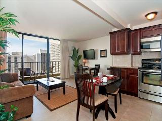 Luxurious Ocean View Waikiki Sunset Condo, Pool, Free Parking, full Kitchen - Honolulu vacation rentals