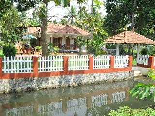 Coconut creek kumarakom homestays & houseboats - Kerala vacation rentals