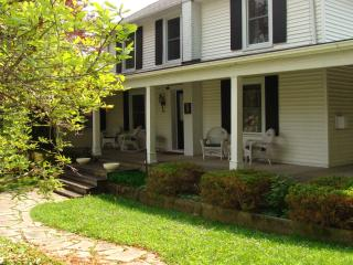 Shaw Rendevous Walking distance to everything - Saint Catharines vacation rentals