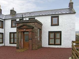 PARTRIDGE HOUSE, pet-friendly, country holiday cottage, with a garden, in Lockerbie, Ref 5282 - Lockerbie vacation rentals