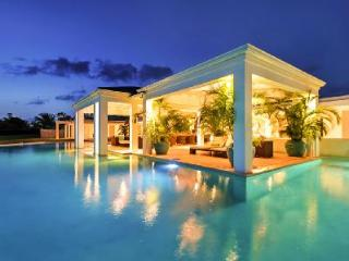 Ambiance - New hillside villa with pool & ultimate ambiance - Terres Basses vacation rentals