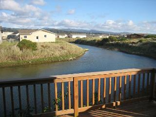 Pelican Pad --Bright and home on the canal in Bayshore - Waldport vacation rentals