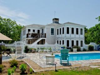 CONTEMPORARY CHAPPY COMPOUND WITH POOL & CARRIAGE HOUSE - CHP SOLS-07 - Chappaquiddick vacation rentals