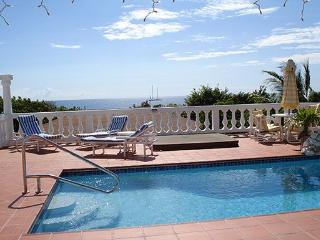 Ideal for Couples & Families, Walk to Beach & Restaurants, Private Pool, Exclusive Pelican Key area - Pelican Key vacation rentals
