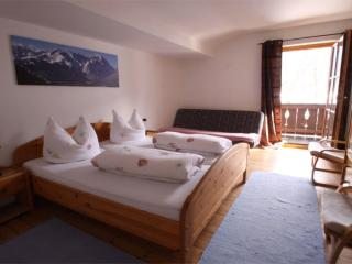 Vacation Apartment in Garmisch-Partenkirchen - 1012 sqft, nice, clean, relaxing (# 965) - Bavaria vacation rentals