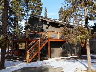 Sprawling 6BR Fraser Cabin w/Wifi, Fireplace & Private Hot Tub! - Breathtaking Views, 10 Minutes from Winter Park Ski Resort! - Fraser vacation rentals