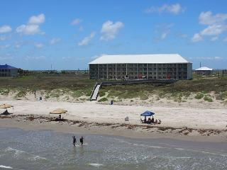 2 bedroom 2 bath beachfront condo at FABULOUS Grand Carribean! - Port Aransas vacation rentals