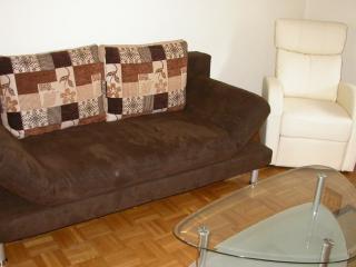 Vacation Apartment in Duisburg - 646 sqft, tastefully furnished, quiet location (# 2230) - Duisburg vacation rentals
