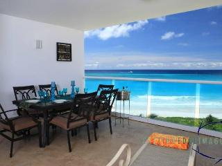 3 Bed Beachfront Apartment on Maxwell Beach - Maxwell vacation rentals
