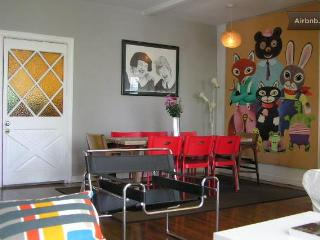 Adorable 2 Bd. Hollywood Apartment on Melrose Ave! - Los Angeles vacation rentals