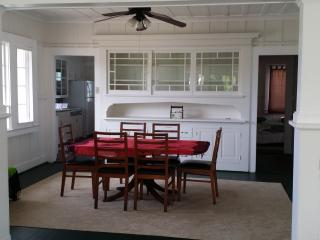 Bright 2 bedroom Hilo House with Towels Provided - Hilo vacation rentals