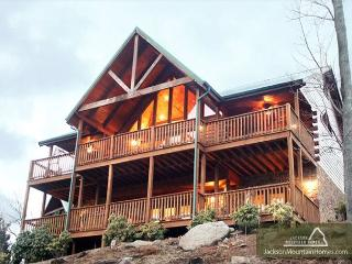 Majestic Point Lodge   Pool Access Jacuzzi Mtn Views WiFi  Free Nights - Gatlinburg vacation rentals