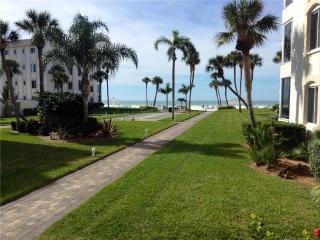 Spacious 2BR w/ beautiful VIEW Gulf -  10 North - Siesta Key vacation rentals