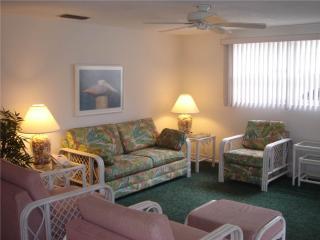 Spacious villa a stroll from Florida Gulf beaches - Villa 32 - Siesta Key vacation rentals