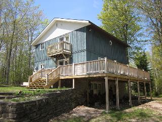 Nice Cottage in Sauble Beach with Deck, sleeps 10 - Sauble Beach vacation rentals